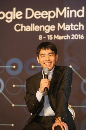 2016.03.14_AlphaGo-Lee-Sedol-game-4-6-300x453