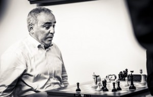 2017.08.27_Kasparov-playing